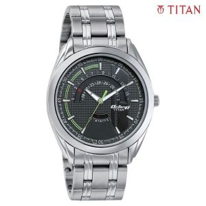 Titan 1582SM02 Black Dial Analog Watch For Men